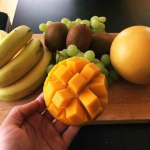 fruchtige Mangostücke für den Crepes